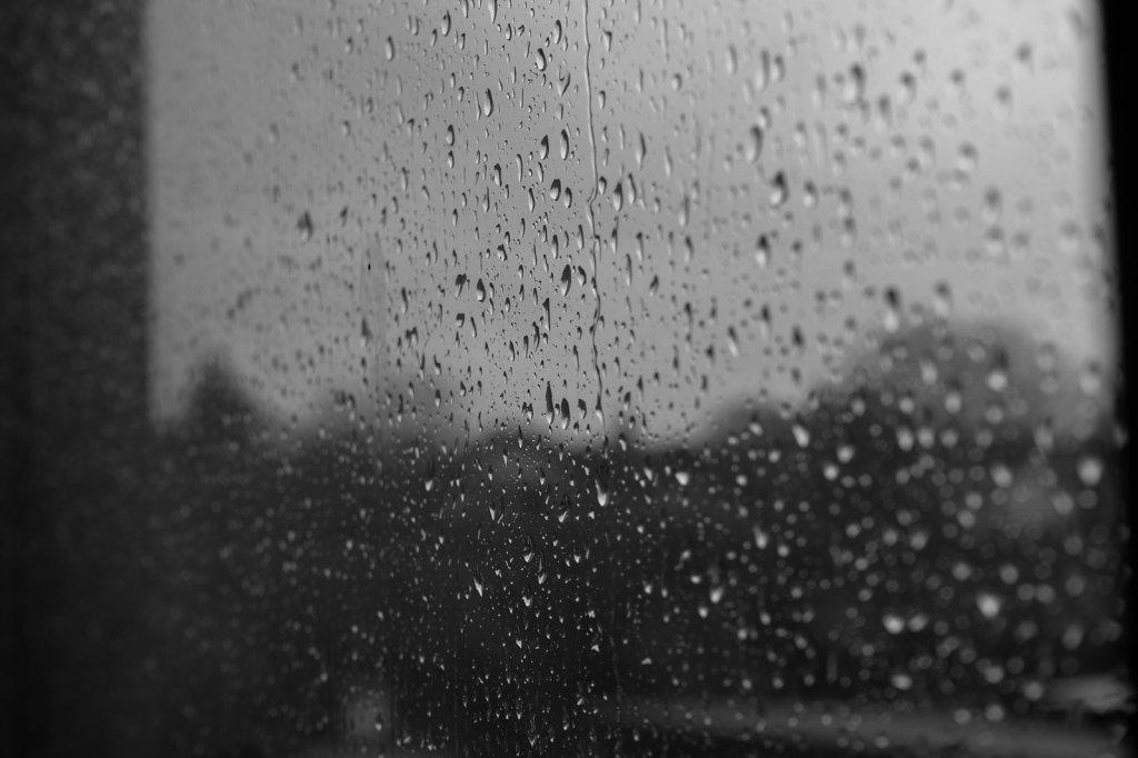 Regen-Fenster-BW.jpg